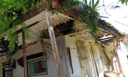 Akibat Hujan, Rumah Tua Milik Ujang Ambruk