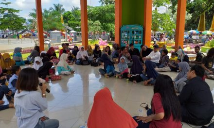 Launching Kotak Literasi Cerdas (KOLECER) di Gazebo Taman Kota Tasikmalaya