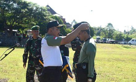 Plh Sekda Tandatangani Naskah Serah Terima dan Penyerahan Atribut Kegiatan PKBN Kepada TNI dan SATLINMAS