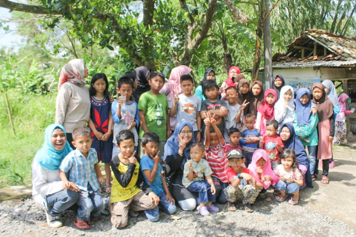 Anak-Anak Menulis Puisi Tentang Kampung Halaman