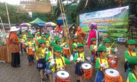 Ribuan Anak PAUD/TK Ikuti Karnaval Kreatif Menyusuri Jalan Pusat Kota