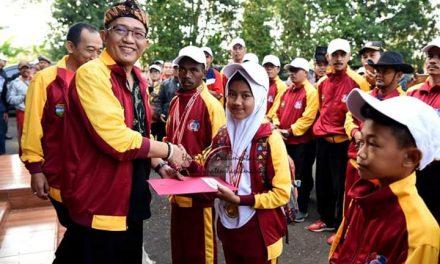 Kirab Para Juara O2SN di Gedung Pramuka Tasikmalaya, Bupati Serahkan Piagam Penghargaan