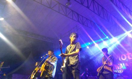Nocturno Band Hangatkan Pecinta Musik Fals Mania