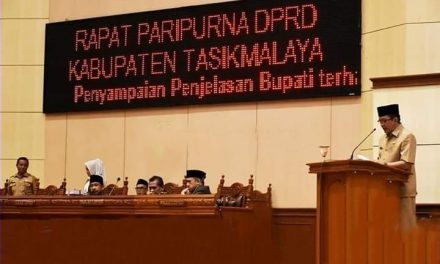 Bupati H. Ade Sampaikan Raperda Tahun Anggaran 2018 Dihadapan Pimpinan dan Anggota DPRD
