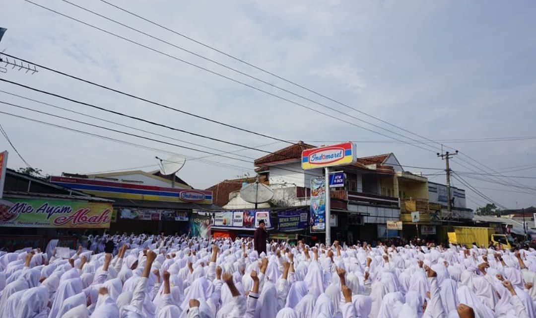 Merasa Dilecehkan, Ribuan Santri Gelar Aksi di Depan Indomaret Manonjaya