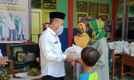Guru SDN 1 Nagarasari Berbagi di Tengah Pandemi