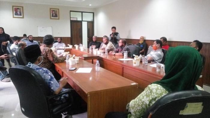 Komisi IV Gelar Raker Bersama Dinkes dan RT/ RW Terkait Penjemputan Salahsatu Warga yang Terkena Covid-19